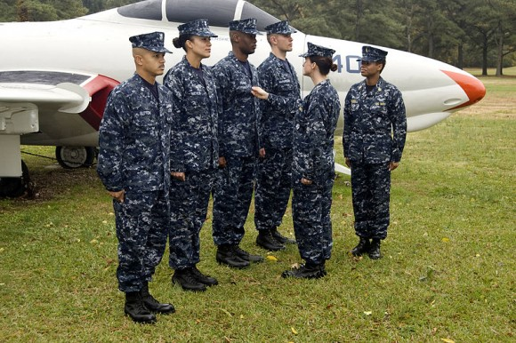 800px-US_Navy_081107-N-9999X-002_Sailors_wear_the_Navy_working_uniform_(NWU)_at_Naval_Air_Station_Oceana